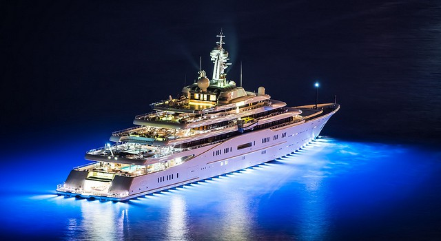 Top 5 des plus grands et plus beaux yachts de 2014 for Le plus beau canape du monde
